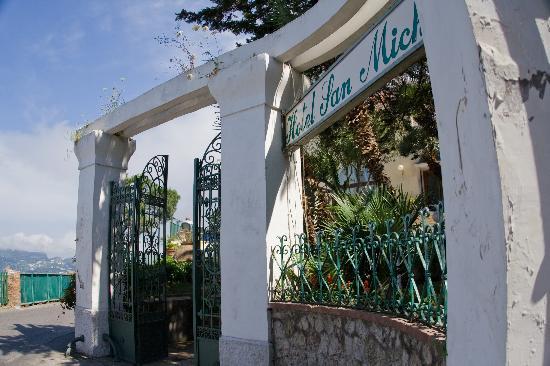 Hotel San Michele : front entrance
