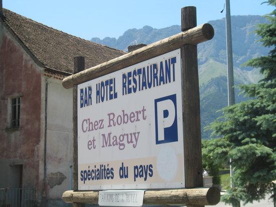 Restaurant Chez Robert et Maguy: Parking across the street