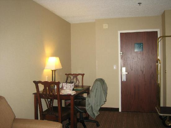 Homewood Suites by Hilton Wilmington - Brandywine Valley: Table and Chairs