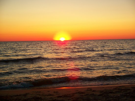 Michigan: Sunset on Oval Beach