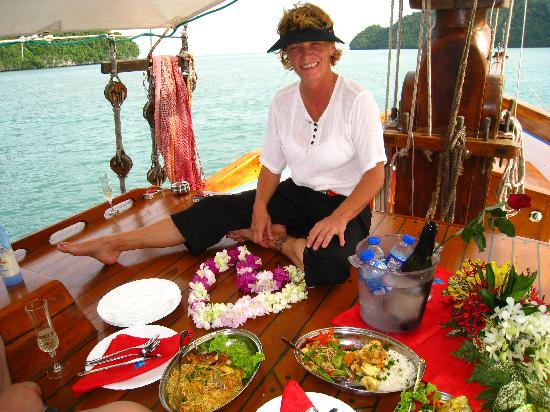 Damai Indah A Day in Paradise: Eva prepared a feast for us