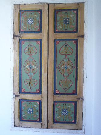 Dar Abiad: Painted door