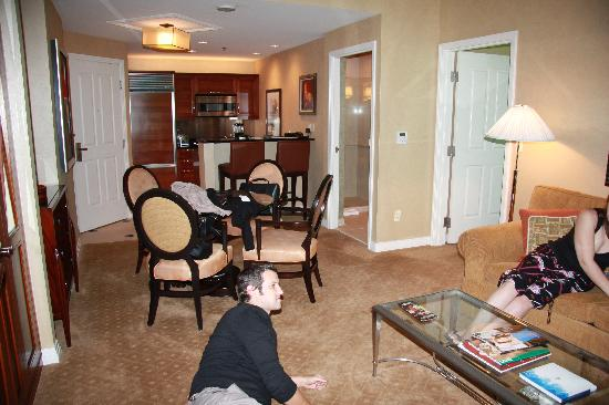 perfect beautiful vegas two suites together tips hotels bedroom three interior on suite las with
