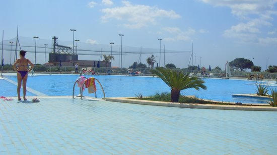 Castelvetrano, Italie : This is the pool - apparently its very nice. We never spent any time here. This was literally an
