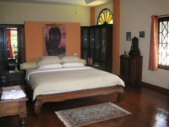 Dreamcatchers B&B: King bed in King room