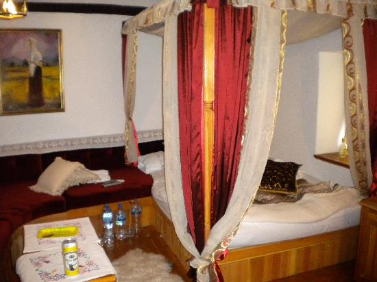 Bosnian National Monument Muslibegovic House Hotel: Our room