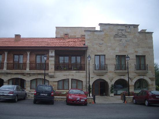 Hotel Felisa: Entrada principal y fachada exterior.