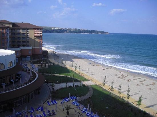 Sol Luna Bay: Blick vom Balkon auf Pool und Meer