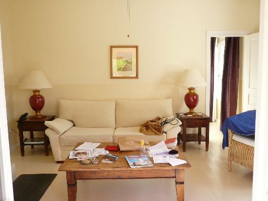 Hotel La Fuente De La Higuera: living room suite Nr. 11