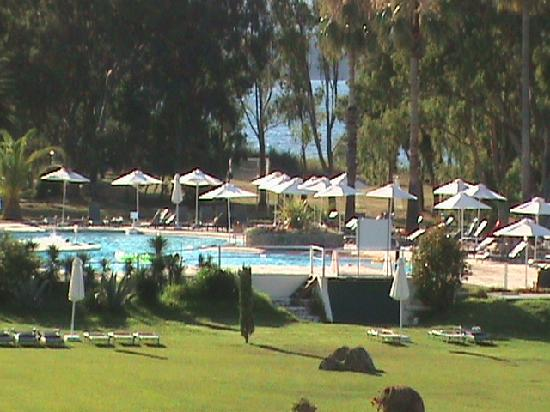 Family Life Kerkyra Golf: La piscine