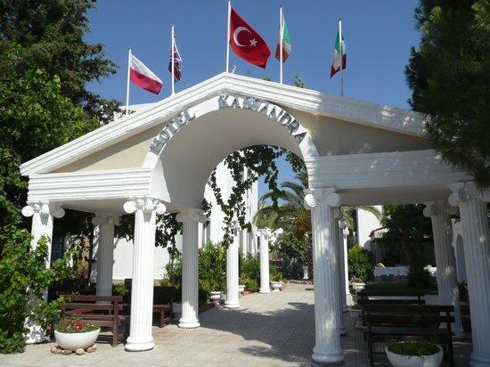 Kassandra Hotel: The entrance to the Kassandra