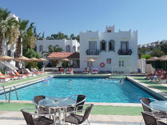 Kassandra Hotel: The pool area and dreaded room 401