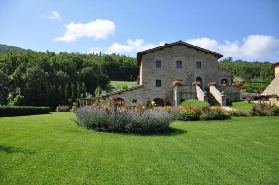 Casa Portagioia - Tuscany Bed and Breakfast: Garden and dining area/hosts accomodation