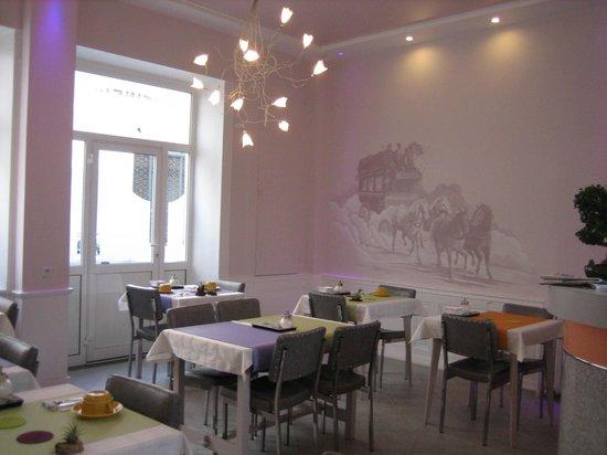 Saint-Étienne, France : salle du petit déjeuner , à la fois tonique et reposante
