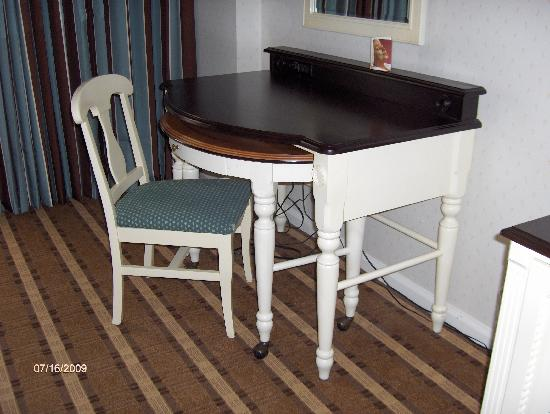 Disney's Beach Club Resort: Desk/Vanity