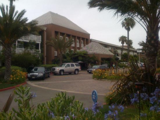 The Portofino Hotel & Marina, A Noble House Hotel: Vorfahrt vom Hotel