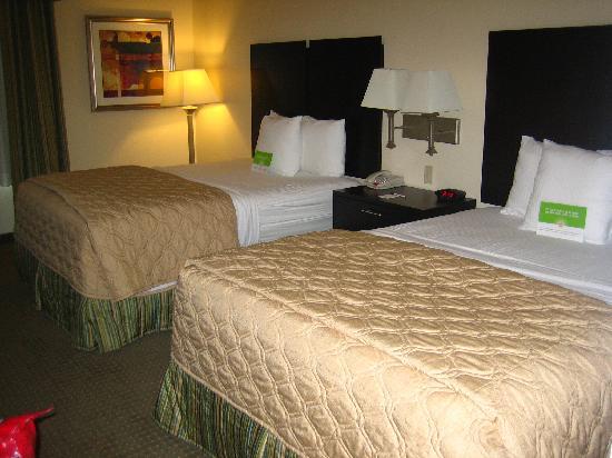 La Quinta Inn & Suites Cedar Hill : The Main room.