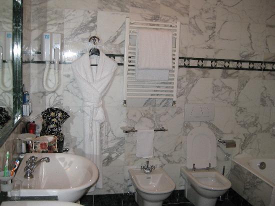 Pierre Hotel Florence: Bathroom