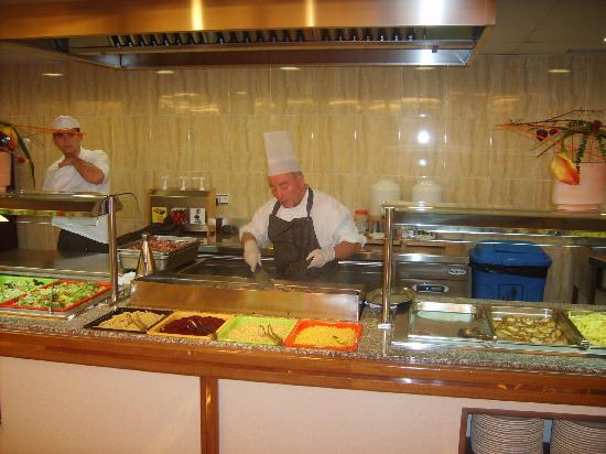 Hotel Mar Blau: Cuistot au buffet spécial