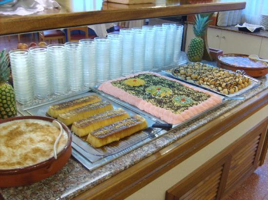Hotel Mar Blau: buffet desserts