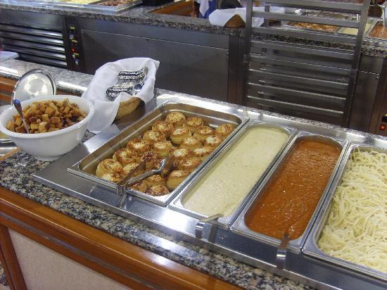 Hotel Mar Blau: Buffet Chaud