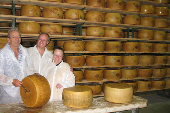 Italian Days Food Experience : Testing the quality of the Parmigiano Reggiano