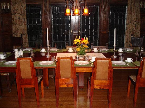 Tiger House: The Inn at Hudson: Table set for breakfast