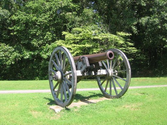 Henning, TN: Cannon at entrance.