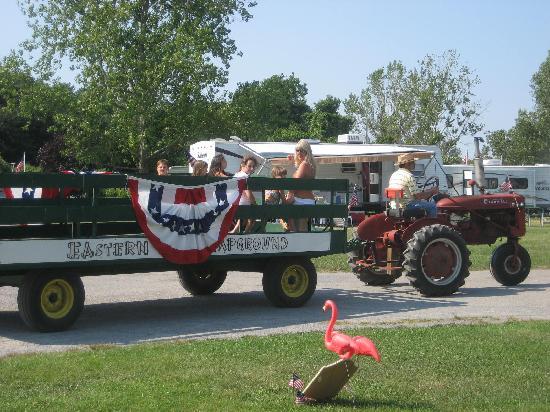 Eastern Long Island Kampground: hay ride