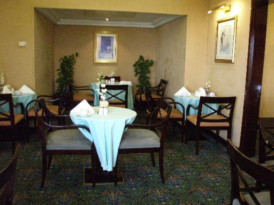 Le Meridien Al Khobar : Club Room eating area