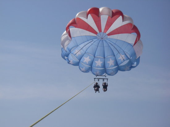 Bilmar Beach Resort: us parasailing
