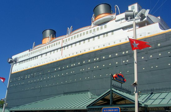 Branson, MO: In front of the Titanic Museum