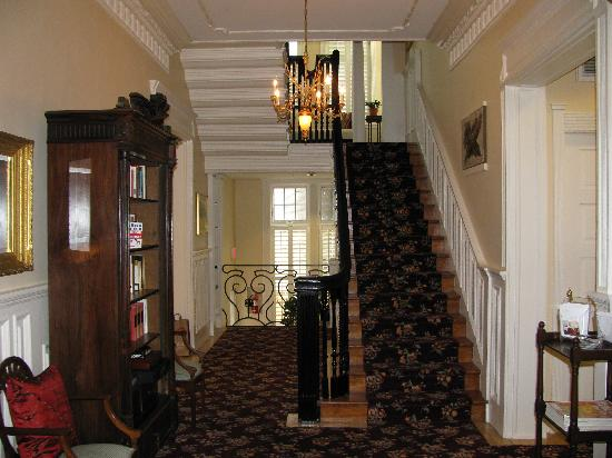 Embassy Circle Guest House: Entry Staircase