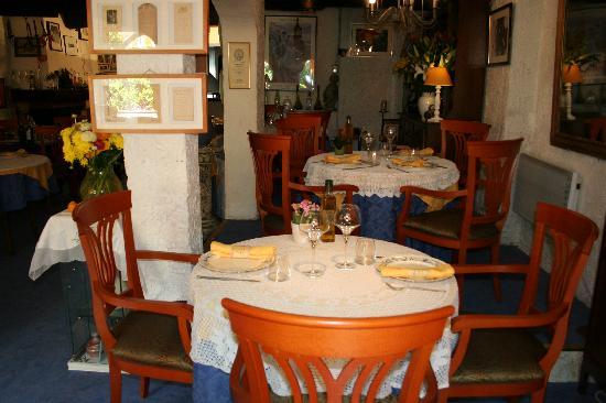 La Bertah: tables au gourmandin(la salle)