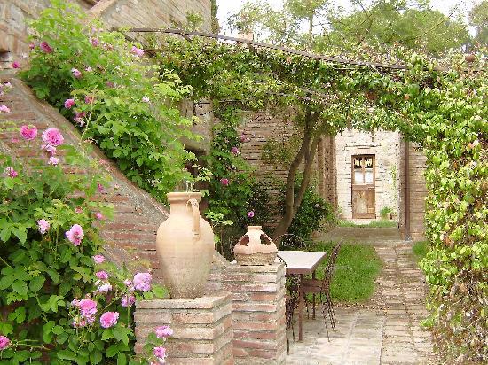 Borgo Santa Maria: doorkijkje