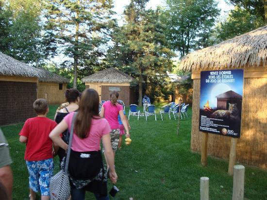 Granby, Kanada: Après le souper retour au campement pour rencontre avec le premier gardien du zoo