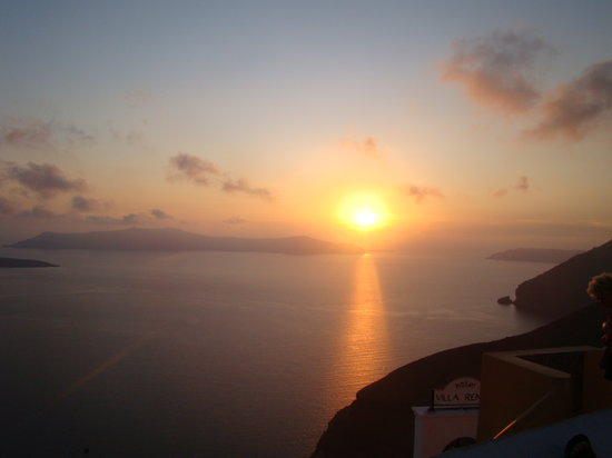 Santorin, Grèce : Sunset from Thira... say no more
