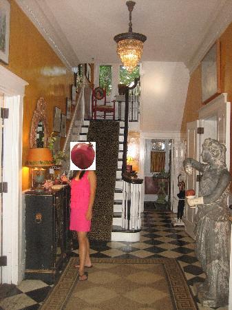Pomegranate Inn: Entryway