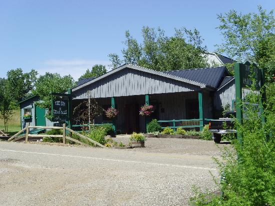 The Inn & Spa at Cedar Falls: Office and Shop