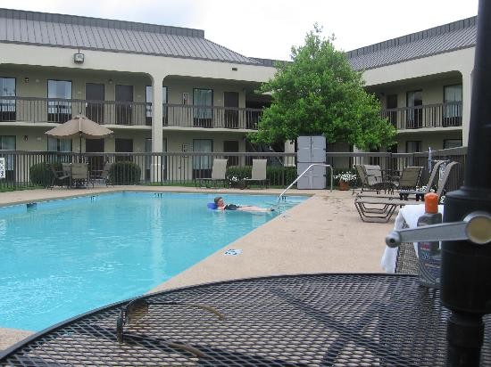 Baymont Inn & Suites Florence: The pool was clean and quiet