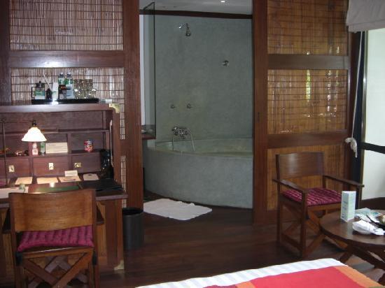 Belmond La Résidence d'Angkor: La Residence, Siem Reap (bathroom)