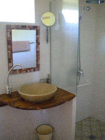 Auberge Lucas : Salle de bain chambre ECRUE. SPACIEUSE !!