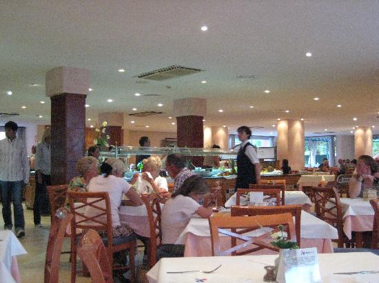 OLA Hotel Maioris: Dining room