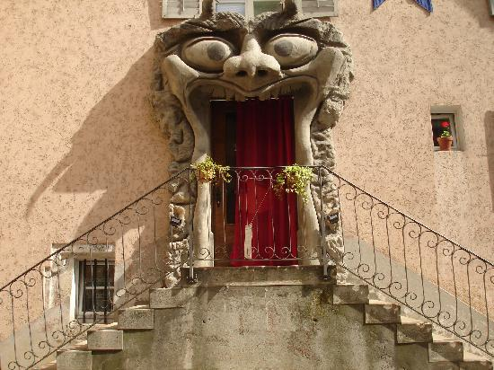 Hotel - Restaurant La Couronne: Hotel Entrance during medieval weekend