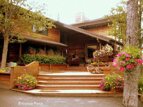 Alaskan Frontier Gardens Bed and Breakfast: Garden view