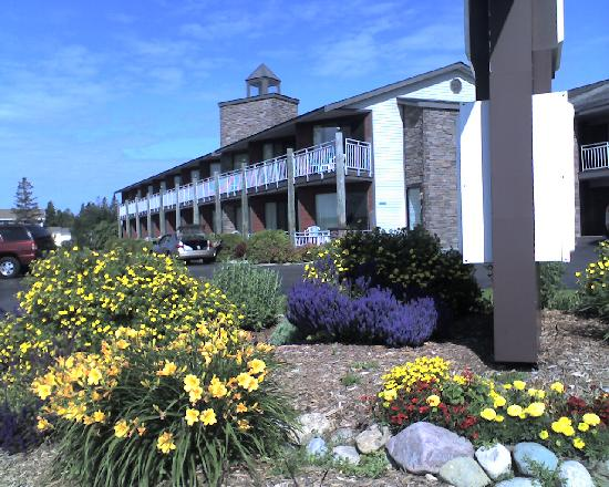 Budget Host Inn & Suites: View of Inn