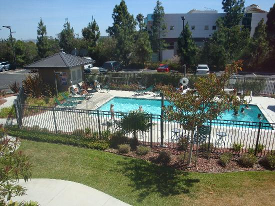 Staybridge Suites San Diego Rancho Bernardo Area: view of pool from our 2nd floor room