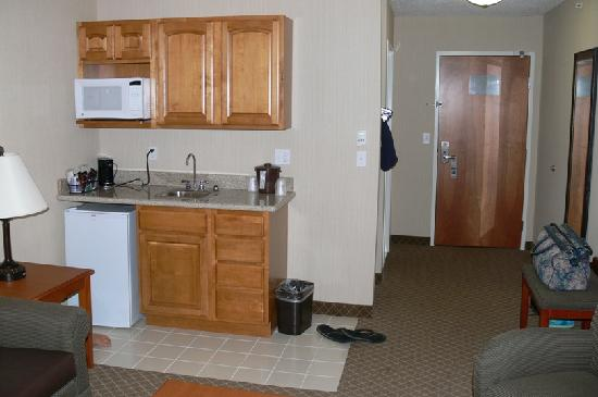 Holiday Inn Express Hotel & Suites Bay City: Standard suite at Holiday Inn in Bay City