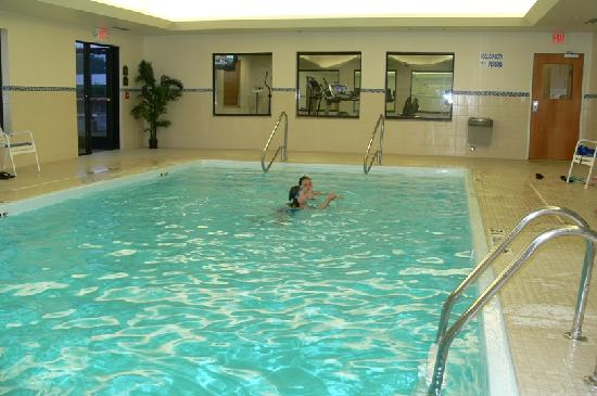 Holiday Inn Express Hotel & Suites Bay City: Pool at Holiday Inn in Bay City