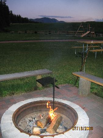 Whispering Winds Cottages: Harney Peak, camp grounds, fire pit
